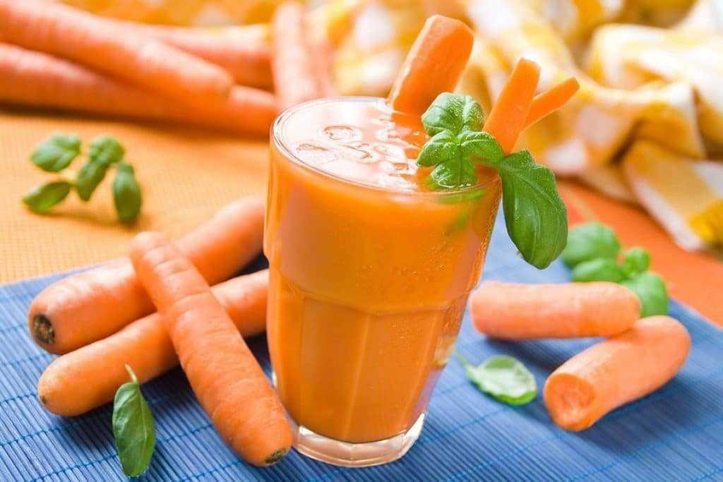 Свежевыжатый морковный сок является профилактическим народным средством от молочницы