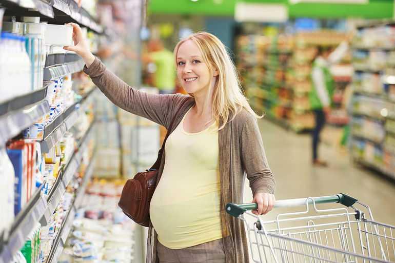 Беременная в магазине
