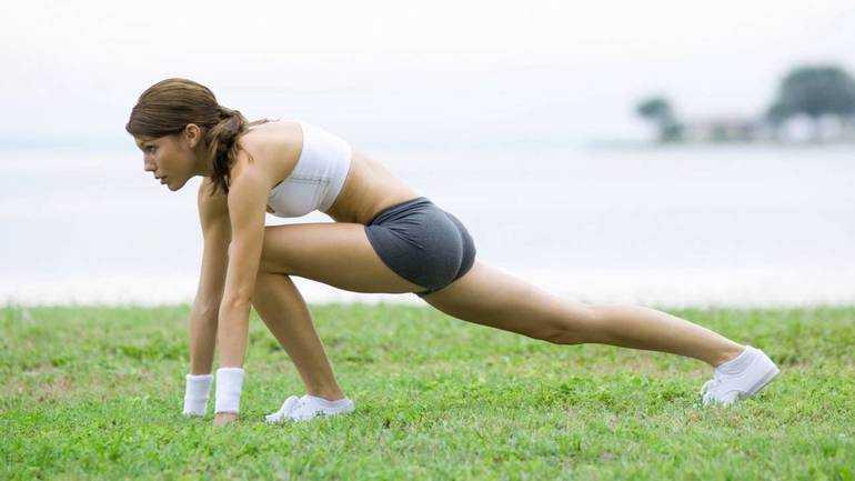 Какие упражнения можно выполнять при месячных