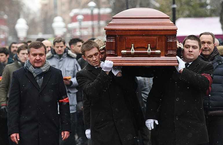 Можно ли ходить на похороны во время месячных