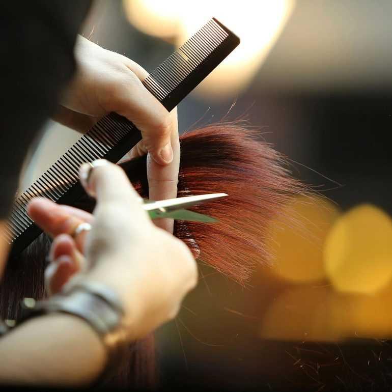 Можно ли посещать парикмахера во время месячных