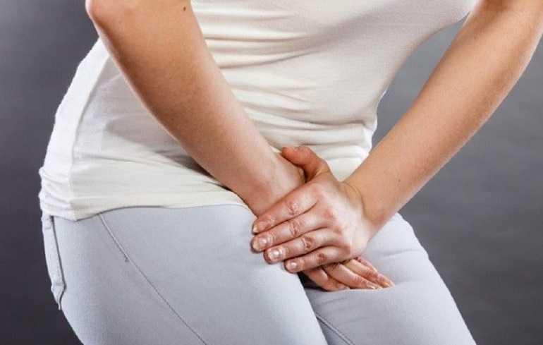 Почему болит в заднем проходе при месячных