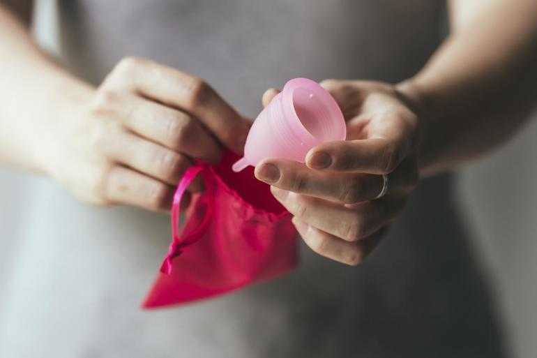 Преимущества применения менструальной чашей