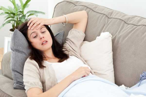 Беременная девушка болеет простудой