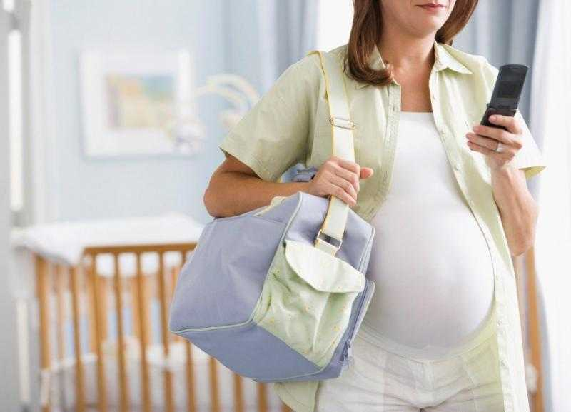Беременная едет в роддом