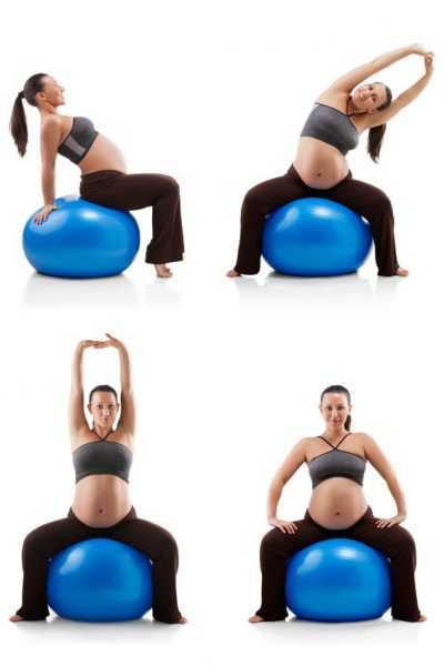 беременная делает упражнения с фитболом
