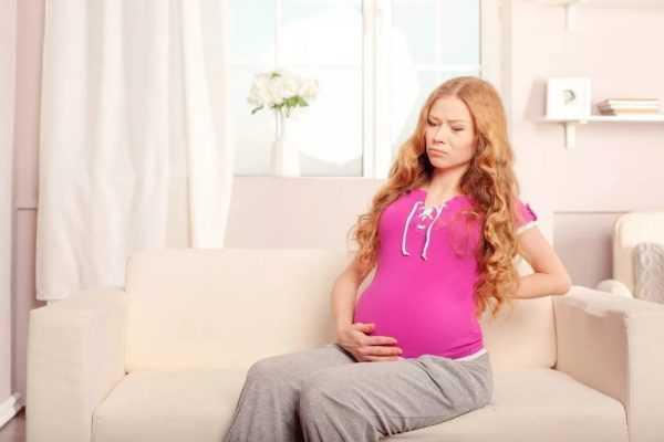 Беременная на поздних сроках с большим животом