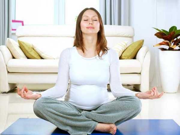 Беременная женщина в расслабленном состоянии