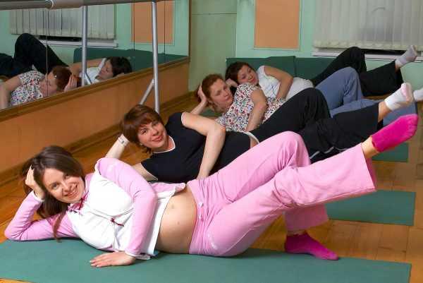 Будущие мамы занимаются физкультурой