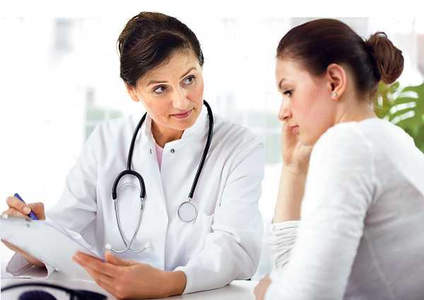 Девушка на приёме у доктора