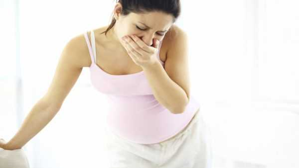 Беременная испытывает тошноту и рвоту