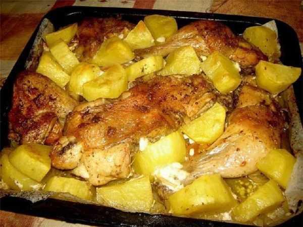запечённые куски курицы с кабачком