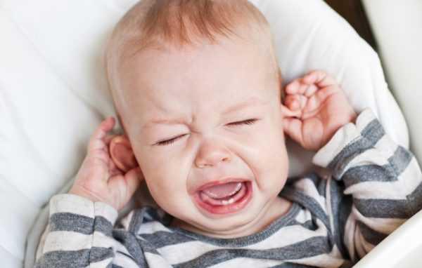 лицо плачущего младенца