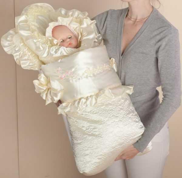 кукла в роскошном атласном конверте