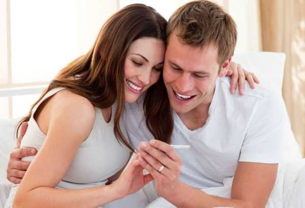 Пара радуется беременности