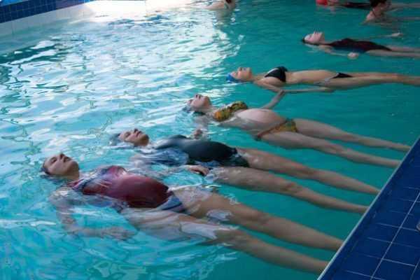 Беременные в бассейне