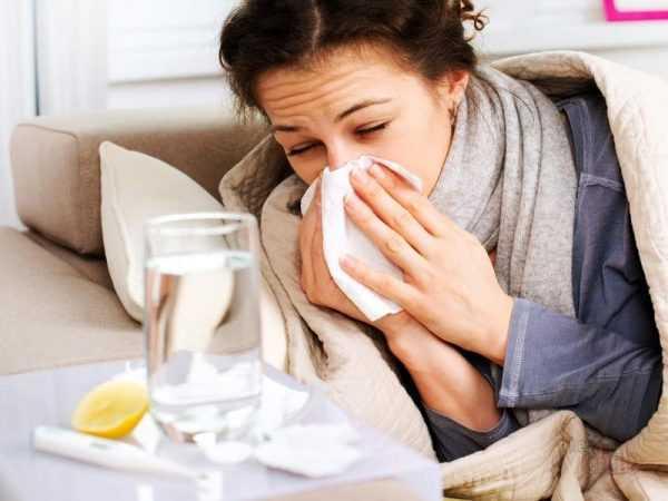 Беременная женщина болеет простудой