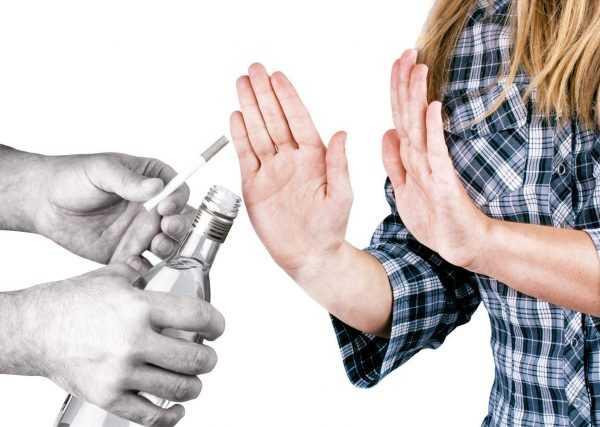 Женщина отказывается от сигареты и алкоголя