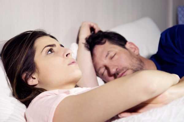 муж спит, а жена нет