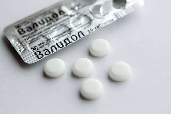 Таблетки Валидола рядом с упаковкой