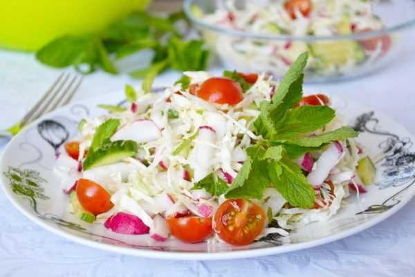 Салат витаминный с мятой