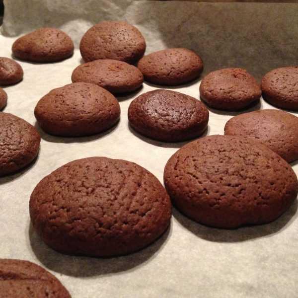 Шоколадное печенье на противне