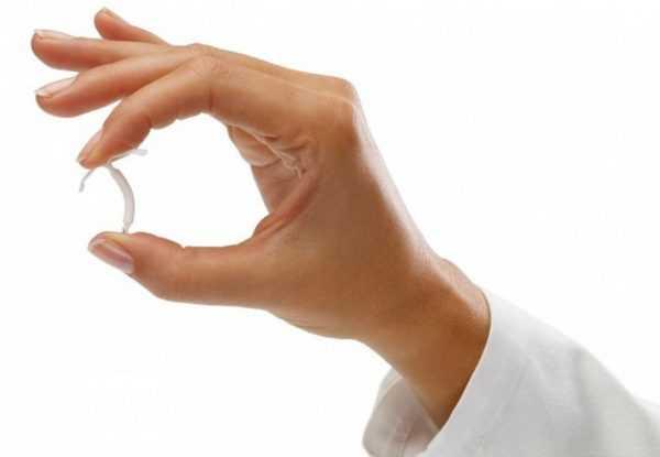 Спираль внутриматочная в руке