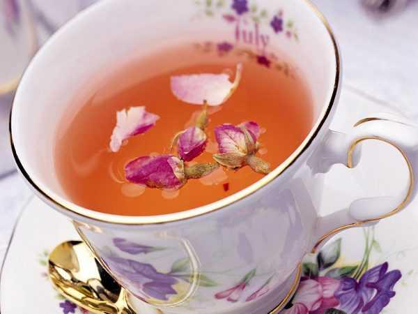 В чашке чай из кипрея с бутонами